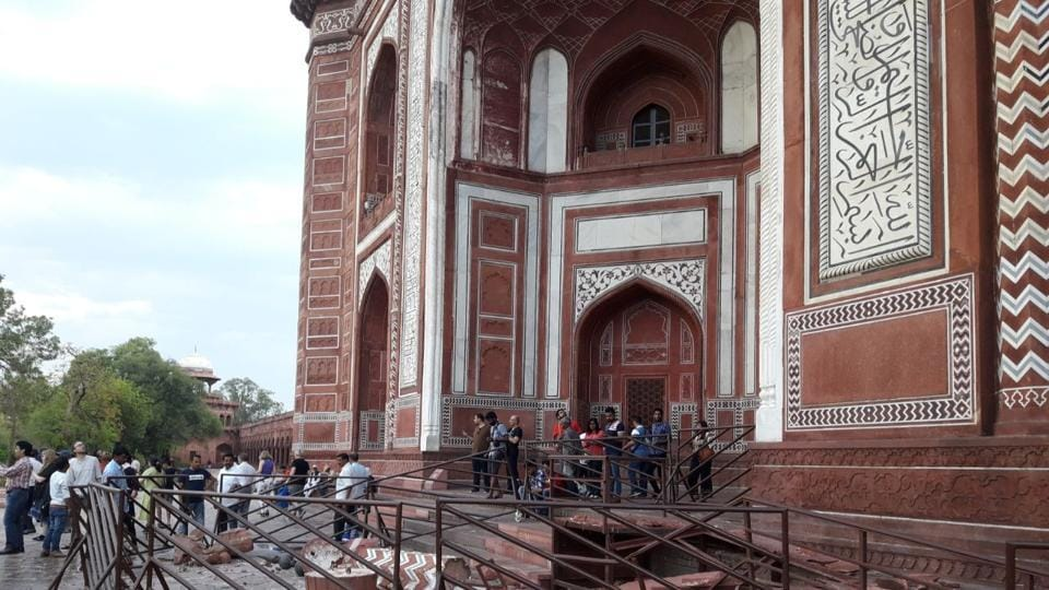 Minaret of Taj Mahal collapses after heavy rain hits Agra