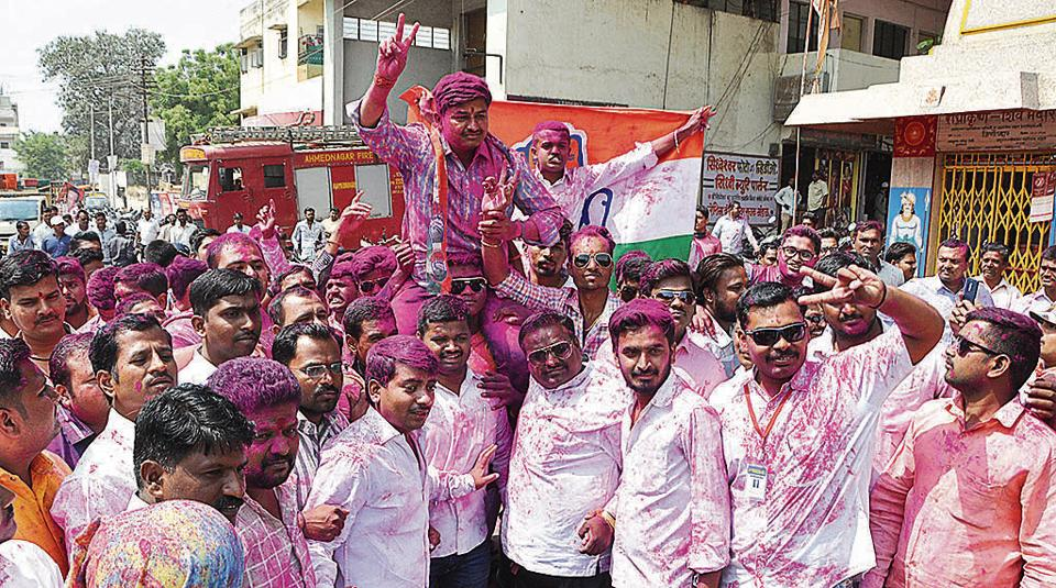 Vishal Kotkar (centre), a Congress candidate for the bypolls of the Ahmednagar municipal corporation, defeated Sena nominee Vijay Pathare. According to police Kotkar is currently on the run.