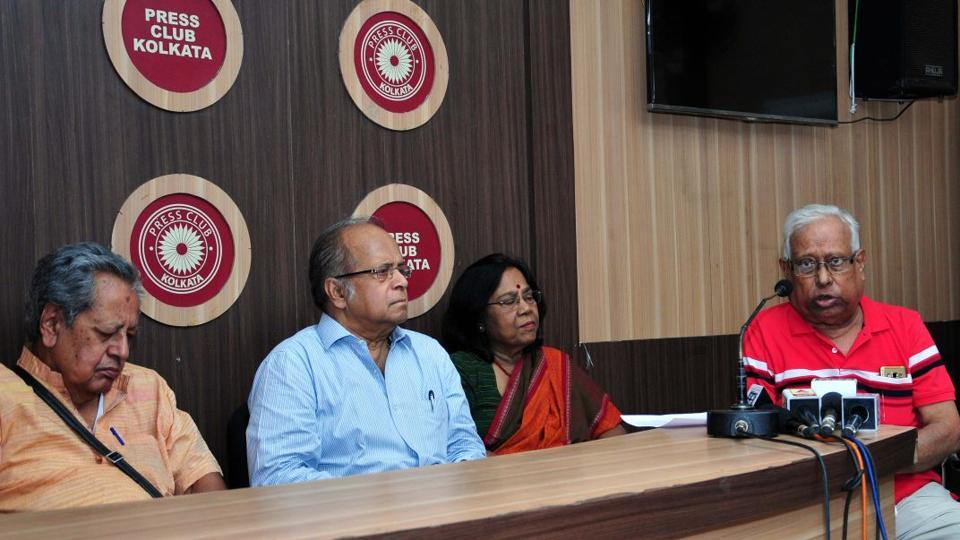 Economist Amiya Bagchi (extreme left), retired Supreme Court judge Ashok Ganguly and former  principal of Presidency College, Amal Kumar Mujherjee (extreme right).