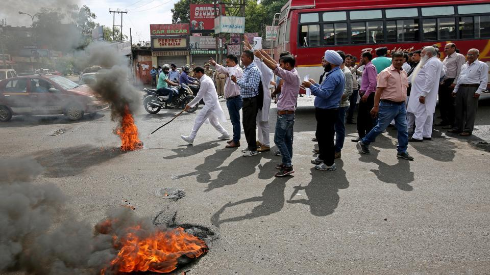 Protesters shout slogans in Jammu, demanding a CBI probe into the rape and murder of an eight-year-old girl in Kathua.
