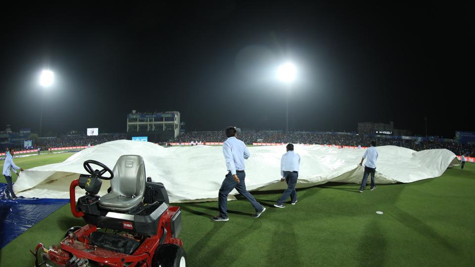 However, rain interreupted plan when Rajasthan were 153/5 in 17.5 overs. (IPL)