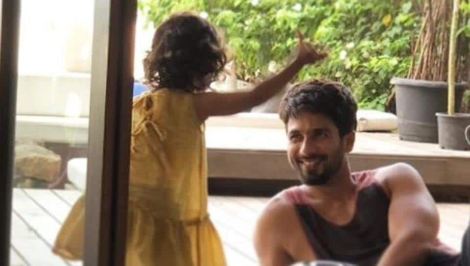 Shahid Kapoor and daughter Misha spend some quality before he begins shoot for Batti Gul Meter Chaalu.