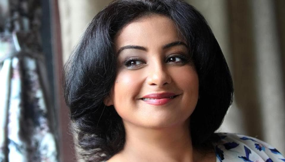 Actor Divya Dutta says that she doesn't need much 'to make the audience take you back home with them'.