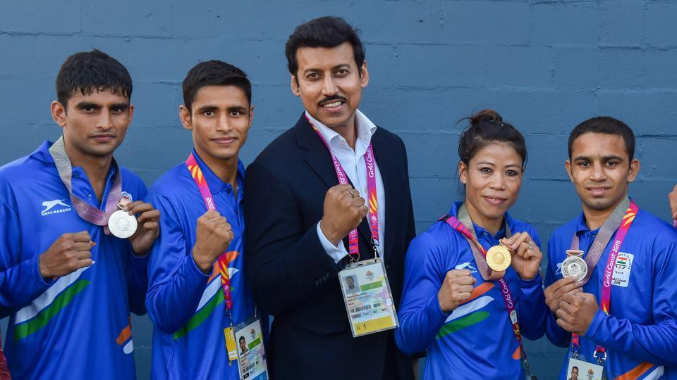 Union Sports Minister Rajyavardhan Singh Rathore poses with medal winners MC Mary Kom, Gaurav Solanki, Manish Kaushik and Amit at the Commonwealth Games 2018 in Gold Coast, on Saturday.  (PTI)