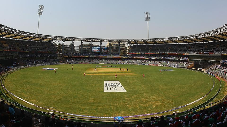 IPL: Lewis, Rohit guide Mumbai to 213-6 against Bangalore