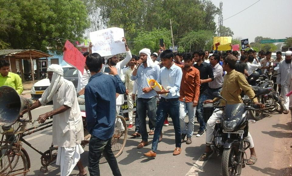 Protestors handed over a memorandum to the officials at the deputy commissioner's office. Through the memorandum, addressed to Prime Minister Narendra Modi, the residents demanded death penalty for the accused .