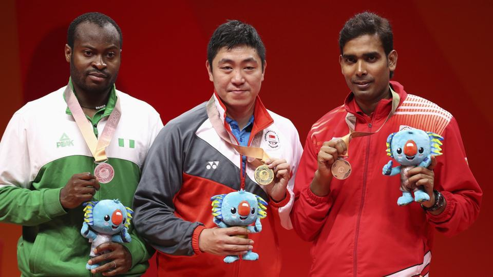 Gao Ning of Singapore (C) is flanked by silver medallist Quadri Aruna of Nigeria (L) and bronze medallist Sharath Kamal.  (REUTERS)