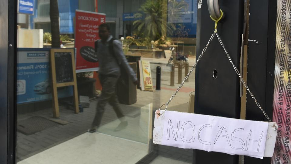 A HDFC Bank ATM in Bengaluru with 'no cash' placard.People complained ATMs in several parts of the city had run out of cash.