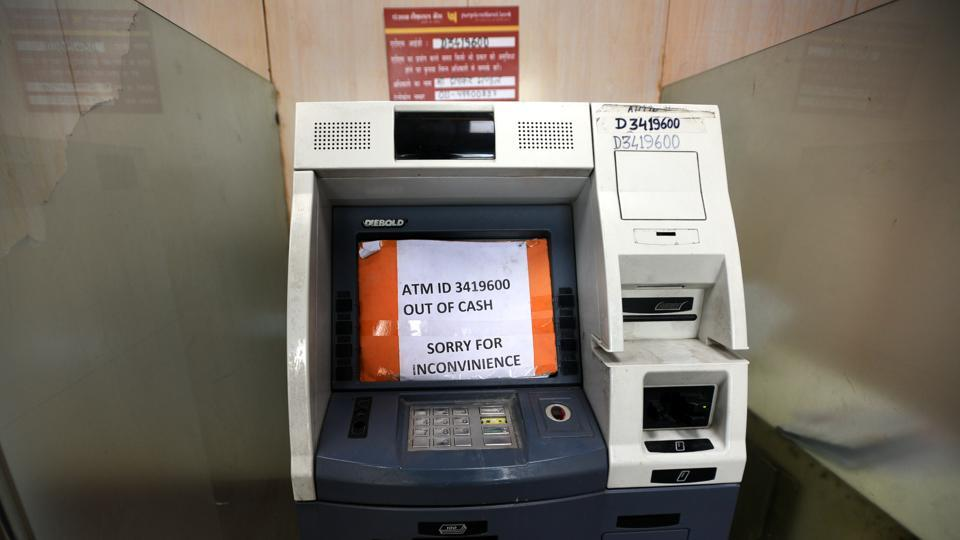 A large number of ATMs have run out of cash in several states like Delhi, Uttar Pradesh, Telangana, Gujarat, Chhattisgarh, Bihar and Madhya Pradesh. Union finance minister Arun Jaitley has said there is enough currency in circulation and that a temporary shortage in some places is being tackled quickly. (Sonu Mehta / HT Photo)