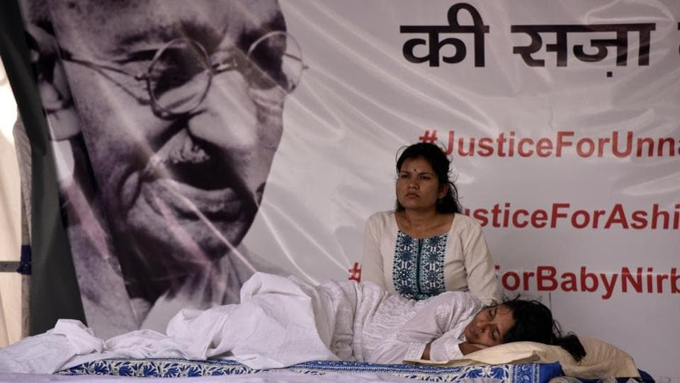 Delhi Women Commission (DCW) chief Swati Maliwal entered the fifth day of her hunger strike against Unnao and Kathua rape case in New Delhi. (Mohd Zakir / HT Photo)