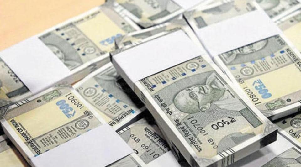 scooterists loot Rs 6.5 lakh,cash looted,Chandigarh