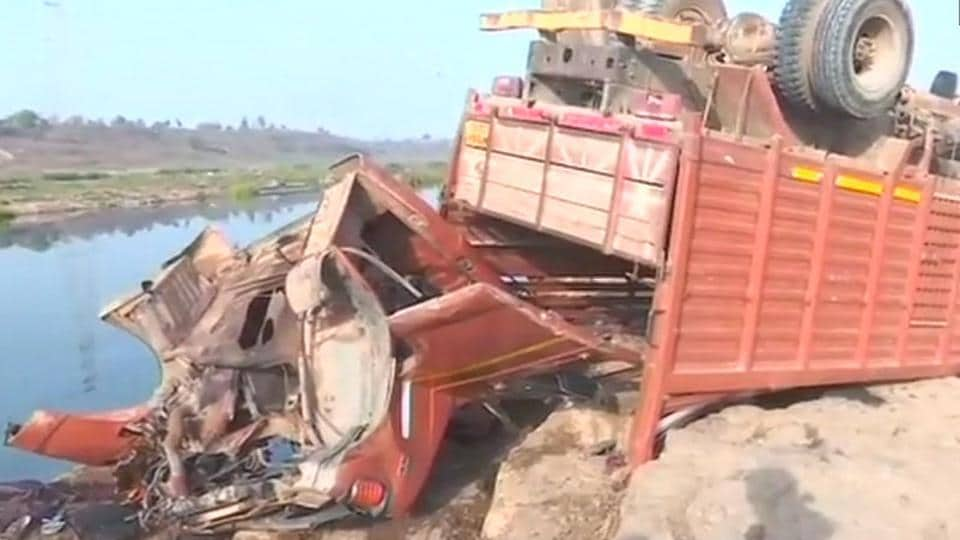 Bus accident,Madhya Pradesh,Marriage party