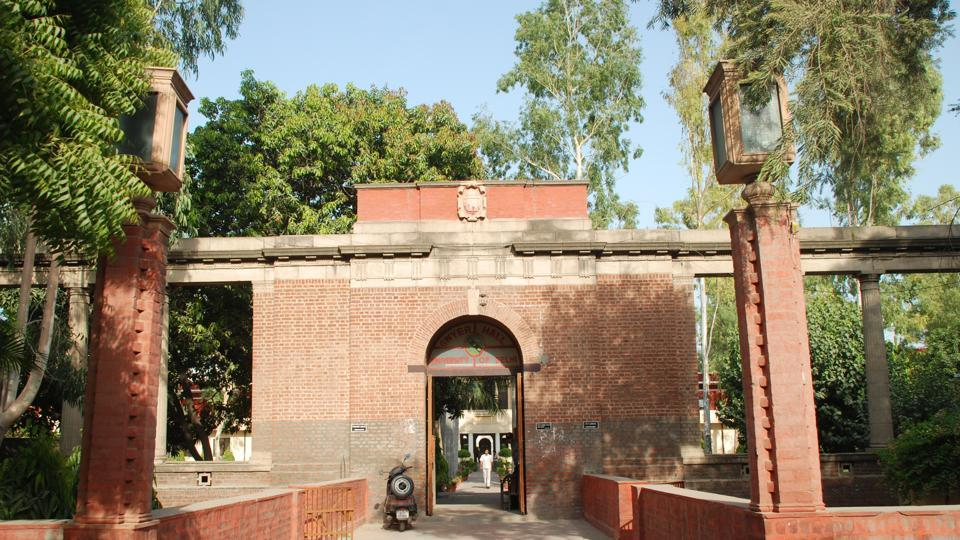 Delhi University,Gwyer Hall,Kailash Kher