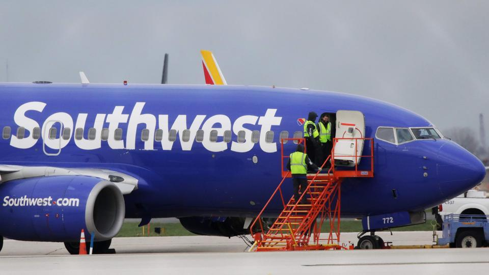 Southwest Airlines accident,Boeing 737,Boeing 737 engines