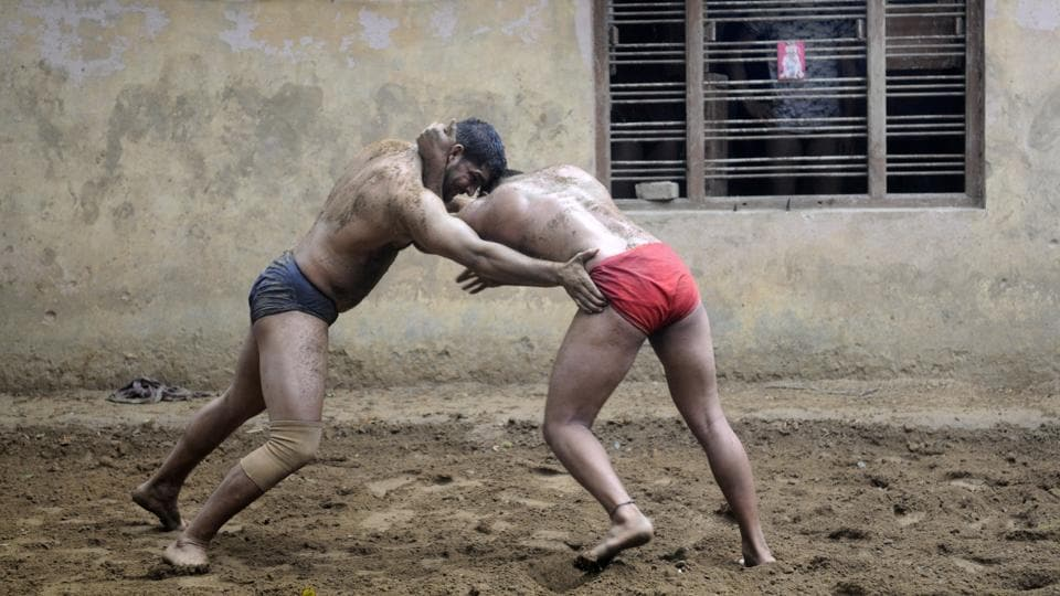 Over 100 amateur and professional wrestlers, including schoolchildren, train on a daily basis at Sukhbir Pahalwan's akhara here in Sarfabad. Scratching a bit deeper one can find as many as 200-250 amateurs and professionals in this Noida village. Predominantly home to the Yadav community, families' boast of their in-house wrestlers' 'khurak' (diet) and matchmaking is done according to the men's chest size. (Sunil Ghosh / HT Photo)