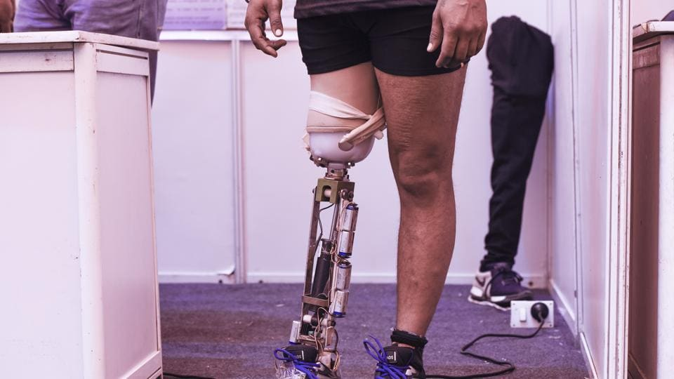 The intelligent artificial legs have sensors in shoes to adapt to movement.