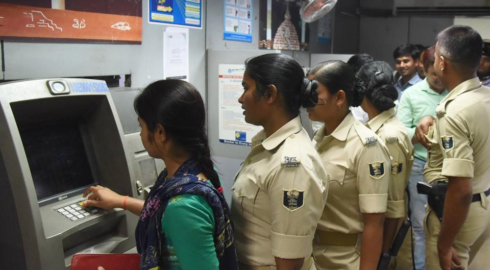 cash crunch,SBI,ATMs run dry