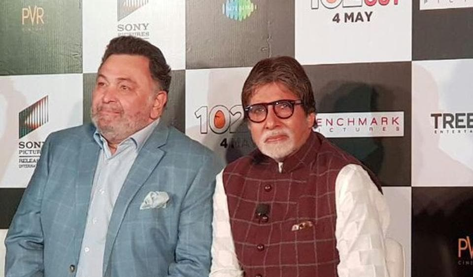 Amitabh Bachchan and Rishi Kapoor pose at a promotional event for 102 Not Out.