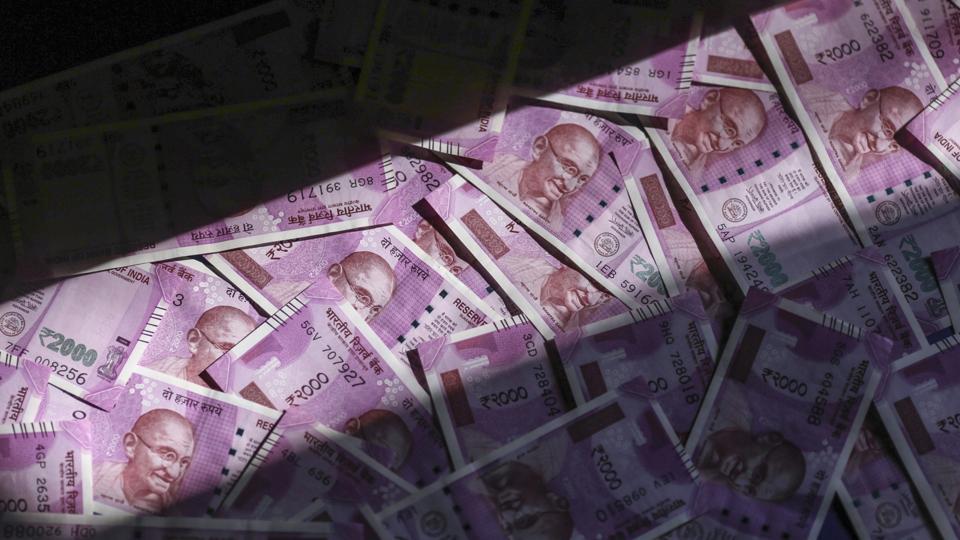 Madhya Pradesh,Man burns 5 lakh cash,Harda