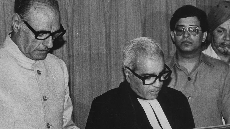 Former Delhi high court chief justice Rajinder Sachar (C) who chaired the Sachar Committee, constituted by then Congress-led central government, which submitted a report on the social, economic and educational status of Muslims in India passed away on Friday in the national Capital. (SN Sinha / HT Archive)