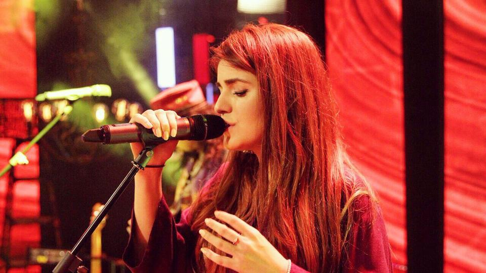 Momina Mustehsan wants Ali Zafar to respond to her letter.