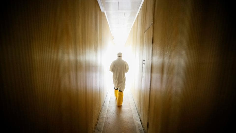 An employee walks through the corridor of the stopped third reactor at the Chernobyl nuclear power plant in Chernobyl, Ukraine on April 20, 2018. (Gleb Garanich / REUTERS)