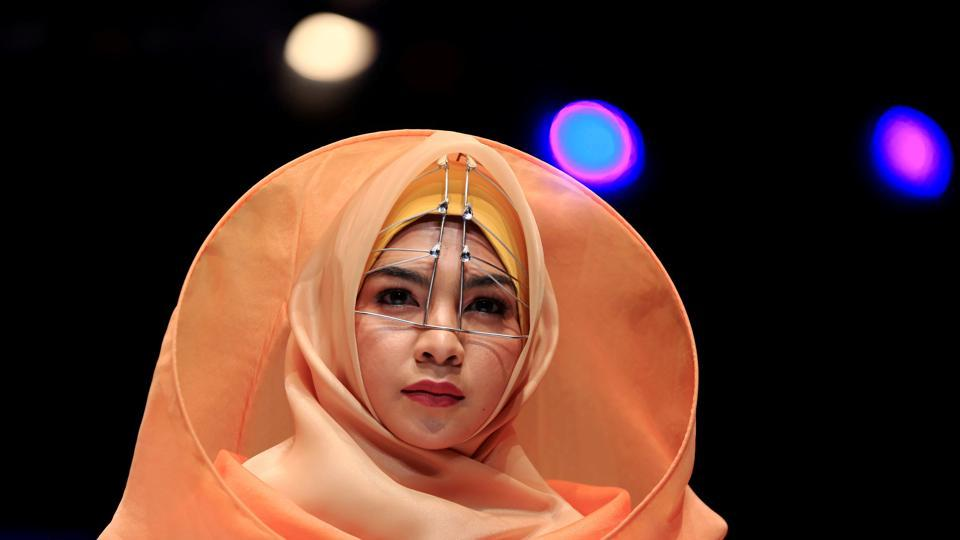 A model presents creations by student designer Sherly Az Zahra on the first day of the Indonesia Muslim Fashion Festival in Jakarta, Indonesia on April 19, 2018. (Beawiharta / REUTERS)