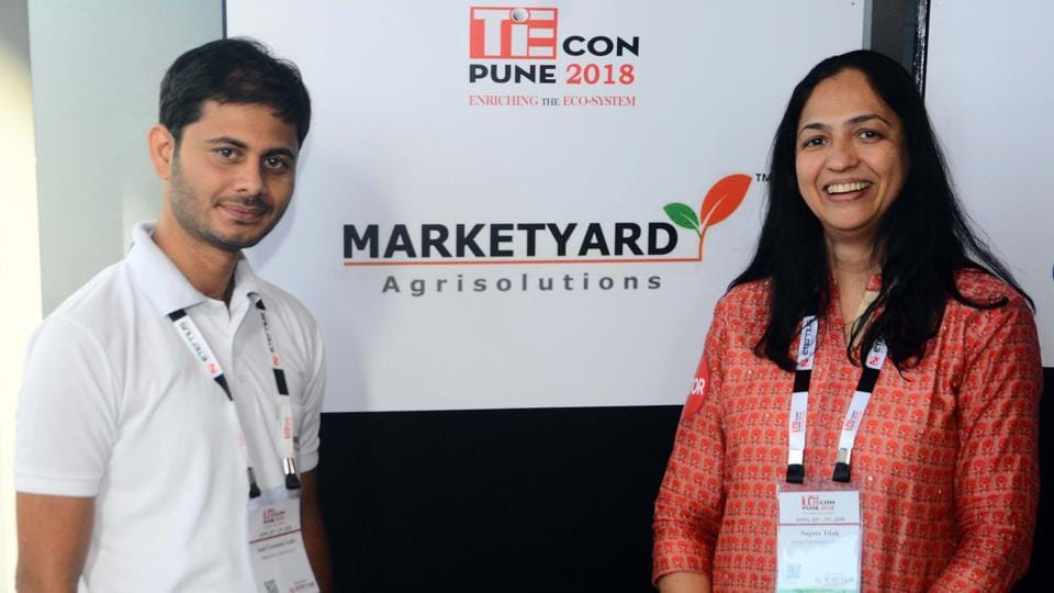 Anil Laxman lade (left) and Sujatha Tilak (mentor) at the TiECon Annual Entrepreneurship Awards function. (Shankar narayan/ht photo)