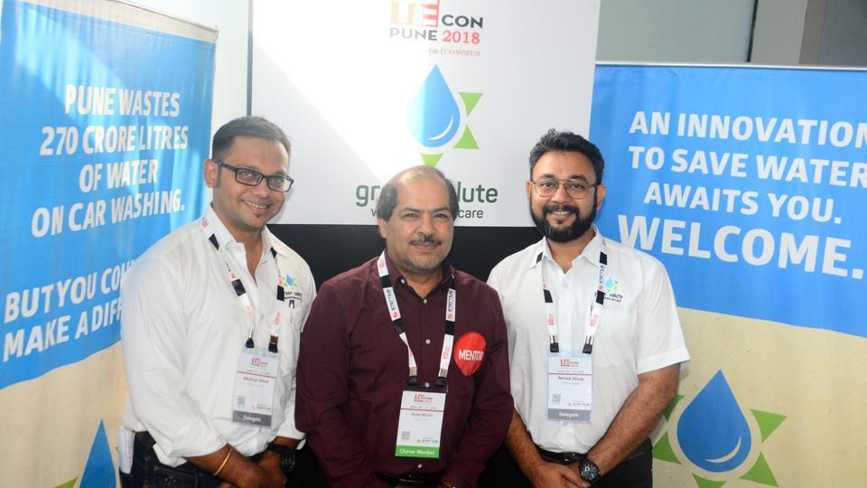 Akshay Dhok (left) and Ninad Dhok with mentor Rohit Bhatia (center), who were a part of nurture program at the TiECon awards function at The Westin, Koregaon Park, on Friday. (SHANKAR NARAYAN/HT PHOTO)