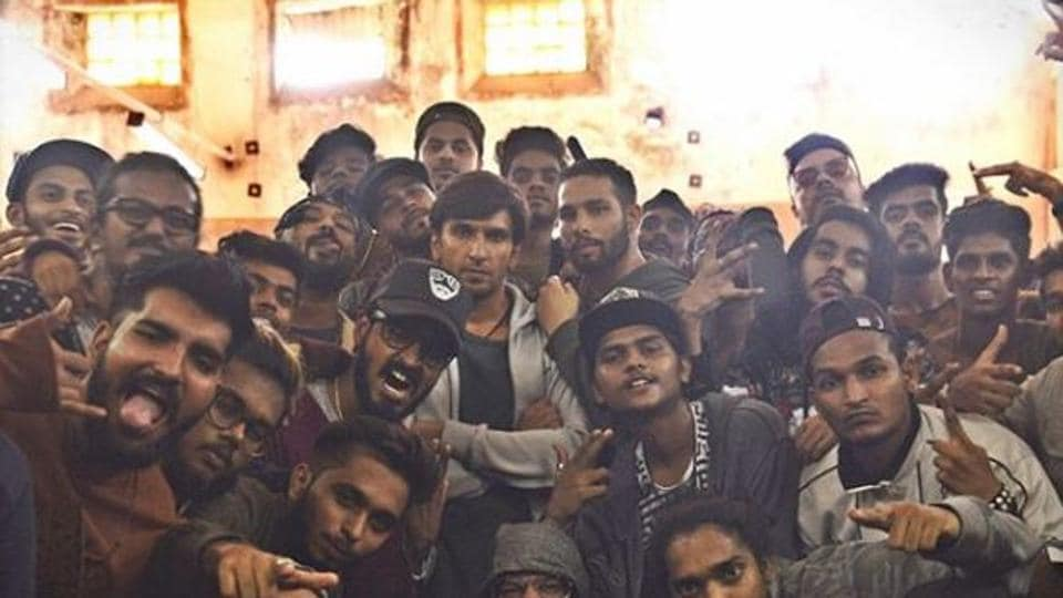 Ranveer Singh wraps up Gully Boy shoot with so many group photos