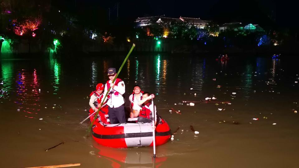 China boat capsize,China boat accident,Taohua River