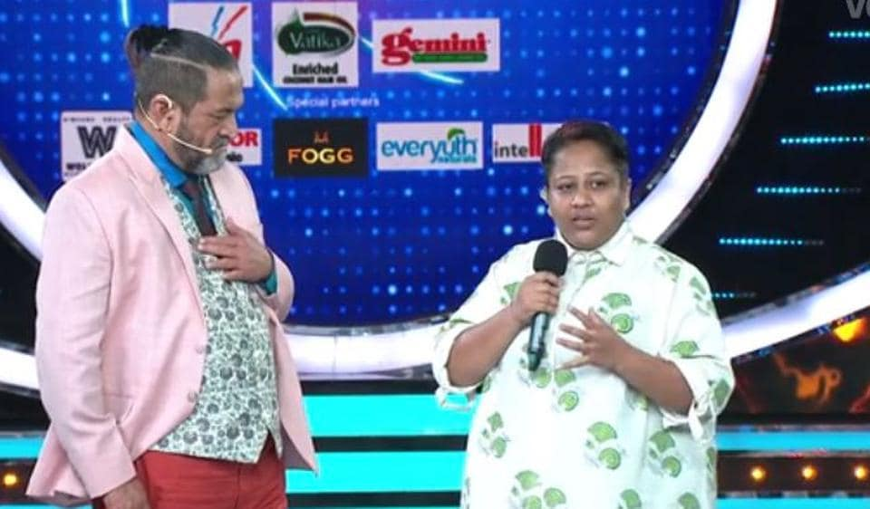 Aarti Solanki talks to host Mahesh Manjrekar after being eliminated from Bigg Boss Marathi.
