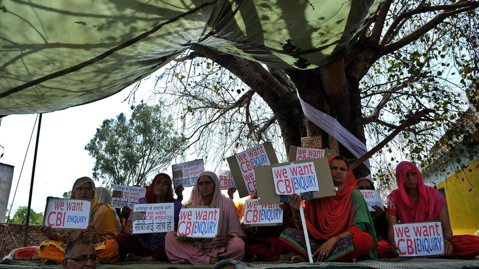 The Kathua case has driven a wedge between Jammu and Kashmir, incensing many dominant Hindu communities, especially the Dogras. They are particularly stung by neglect from the Muslim-majority state and what is seen as a betrayal by the national press and political parties. Two kilometres outside Rasana, where the rape allegedly occurred, groups have been sitting on a dharna for almost a month demanding a CBI probe. (Nitin Kanotra / HT Photo )
