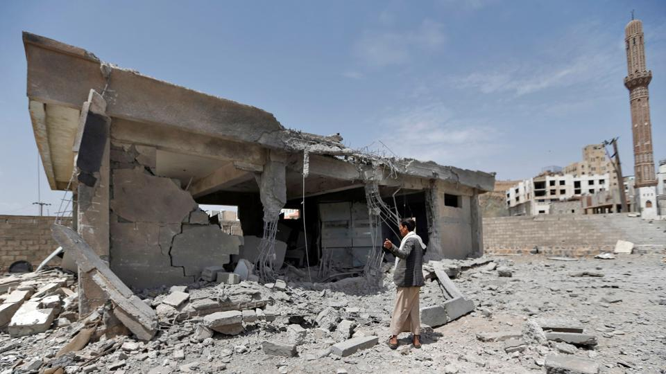 Houthi leader among those killed in Saudi-led air strikes in Yemen