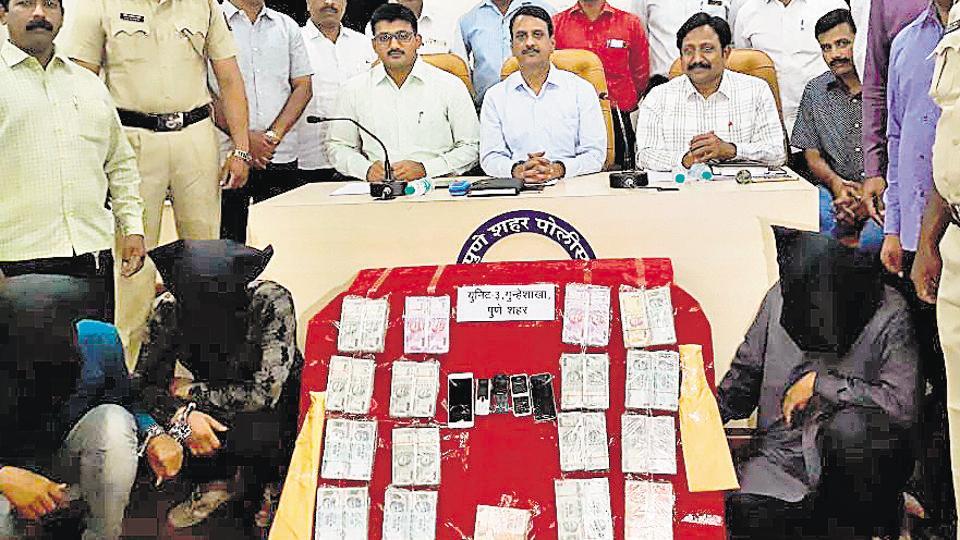 Pune police,petrol pump robbery,deposit cash