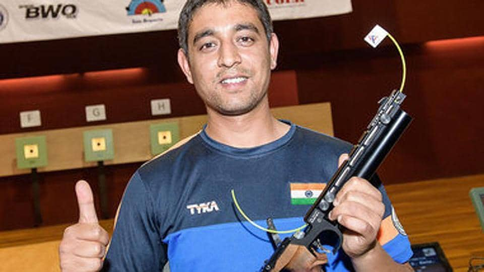 Shahzar Rizvi qualified for the final of the 10m air pistol event at the ISSFshooting World Cup in Changwon, South Korea, as the sixth best shooter with a score of 582.
