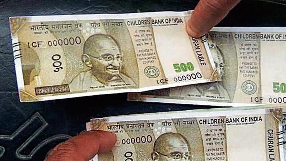 The fake notes were of similar dimensions and colour pattern like the real notes but with Children's Bank of India and 'churan label' printed on them.