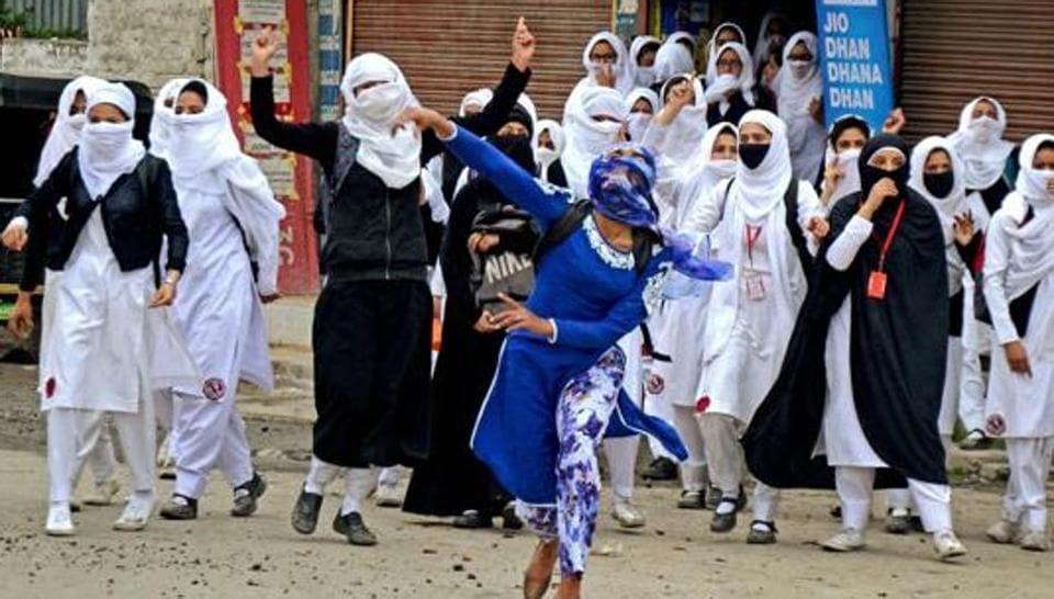 CRPF,Stone pelting,Mob violence
