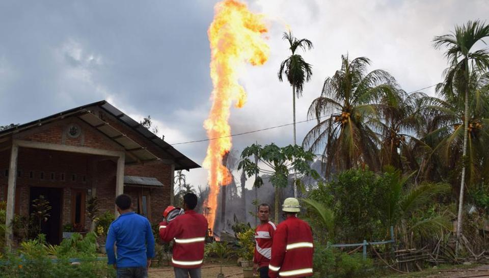 Indonesia oil well fire,Indonesia,Oil well fire