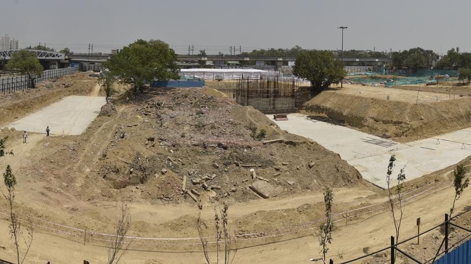 A view of the site of Kathputli Colony project as it stands in April 2018. As per the agreement, the developer has to construct 2,800 houses for the economically weaker sections (EWS). Each unit has to be of 30.5 square metres. The redeveloped colony would also have a heritage/exhibition museum, kaushal kala vikas kendra, multipurpose hall and other facilities, so that the residents can pursue their art, the DDA said. (Sanchit Khanna / HT Photo)