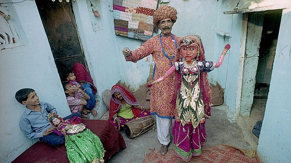 Puppeteers and residents of Kathputli Colony in Delhi's Shadipur seen in November 1999. In the early 1970s this largely uninhabited area in West Delhi, with its proximity to Connaught Place, became home to migrating performers from Rajasthan in the form of encampments. (Pradeep Bhatia / HT Archive)