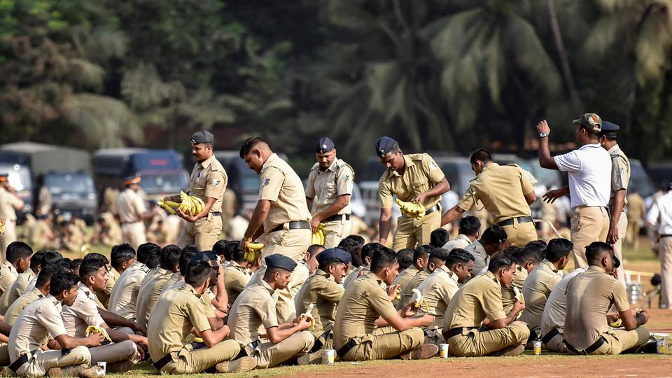 Mumbai police personnel take a break from rehearsals.  (Kunal Patil/HT Photo)
