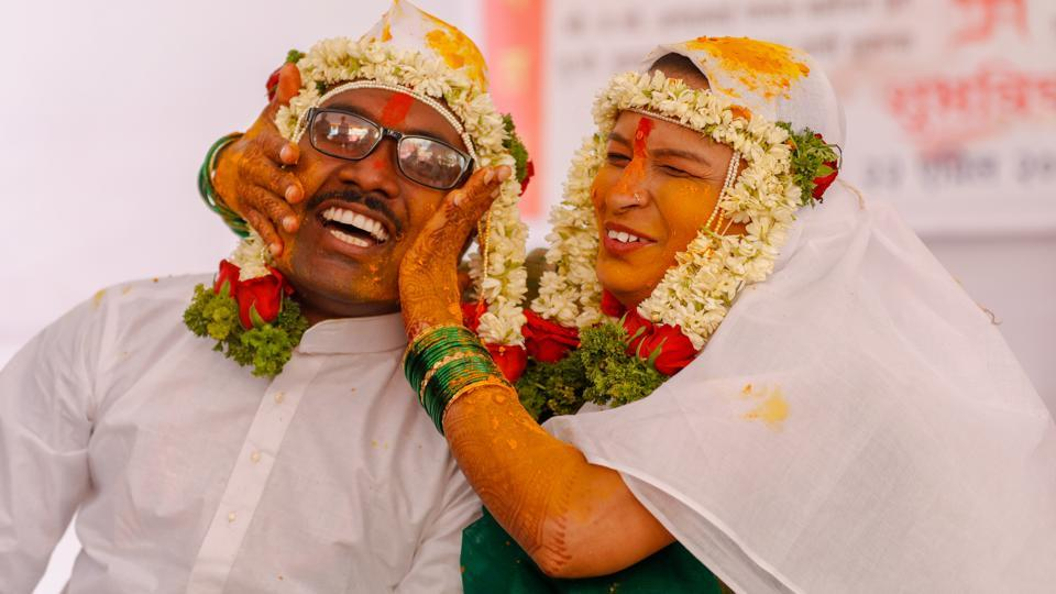 Visually impaired couples take part in a mass wedding ceremony organised by an NGO at Fadgate in Pune, Maharashtra on April 22, 2018. (Rahul Raut / HT Photo)