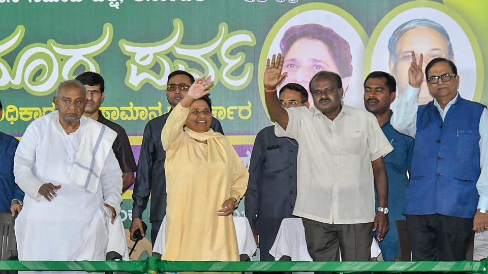 BSP chief Mayawati, flanked by former Prime Minister HD Deve Gowda (L) and JD(S) state president HD Kumaraswamy (R), waves at supporters during a campaign meeting, Mysore, April 25