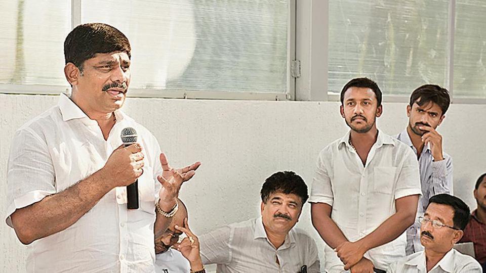 DK Suresh, Congress MP and brother of Kanakapura Congress candidate DK Shivakumar, speaks to the party workers in Kanakapura.