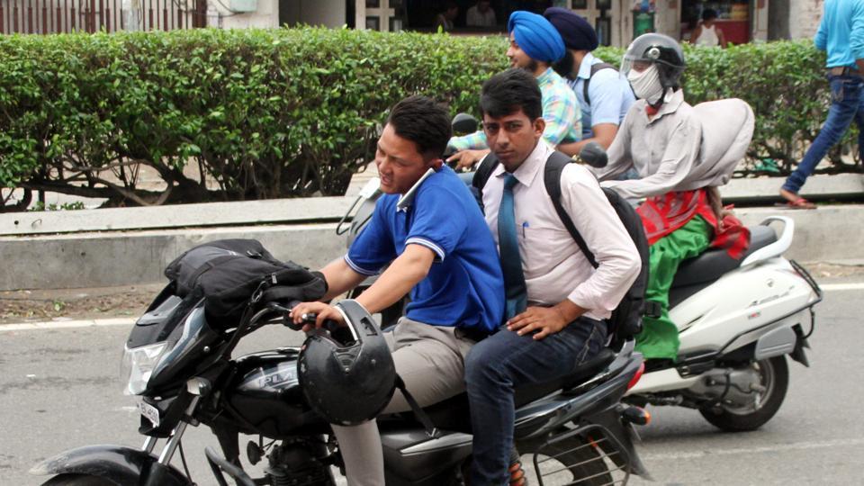 Uttar Pradesh,Mobile phone,Road accidents