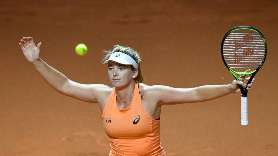 CoCo Vandeweghe beat France's Caroline Garcia 6-4, 6-2 to reach her first career clay final at the Stuttgart Grand Prix on Saturday.