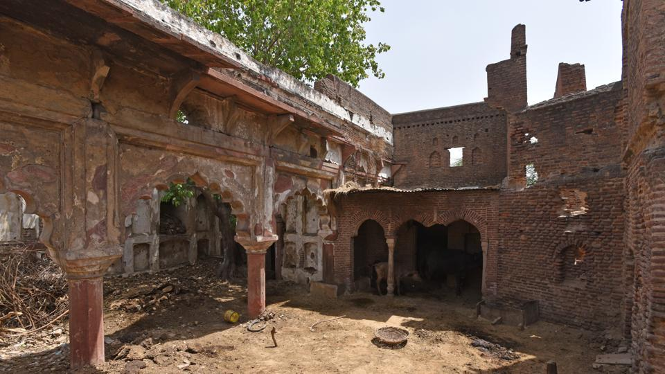 Aam Khas, which was once a hunting lodge built during Shahjahan's time, in it's current condition in Jaunti village near the Delhi - Haryana border near New Delhi.
