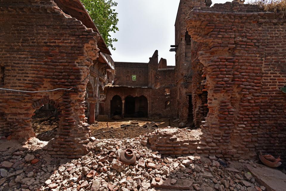 Mughal era hunting lodge in Delhi,Jaunti village,Delhi archaeology department