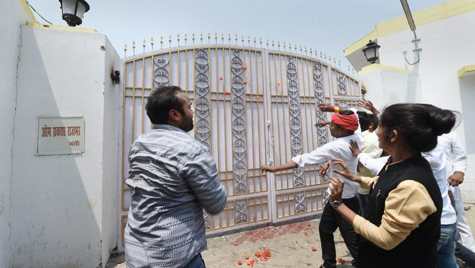 Protesters hurl eggs and tomatoes at Kalidas Marg residence of Uttar Pradesh minister Om Prakash Rajbhar for his statement, in Lucknow on Saturday.